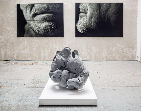 """Finisaż wystawy """"Całkiem Nowy Człowiek"""": fotografia i rzeźba"""